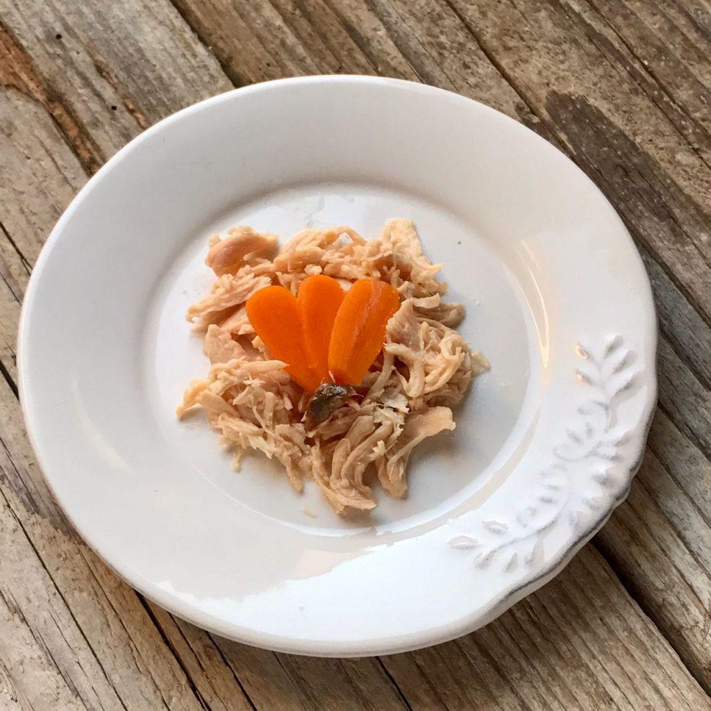 Ricetta a 4 zampe: pollo al naturale con carote e acciuga