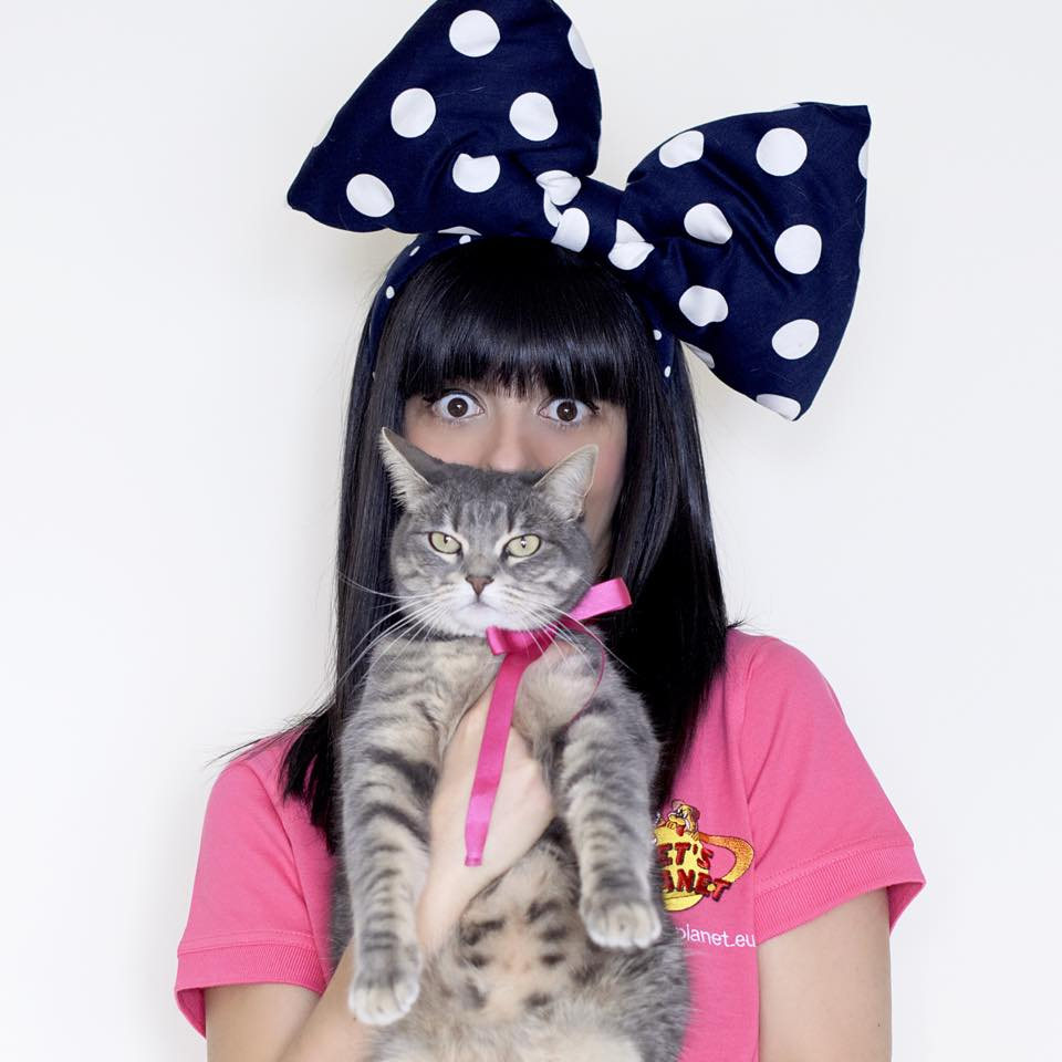 Una fashion blogger e la sua gatta: Laura Comolli sabato ospite all'inaugurazione del negozio Pet's Planet di Torino