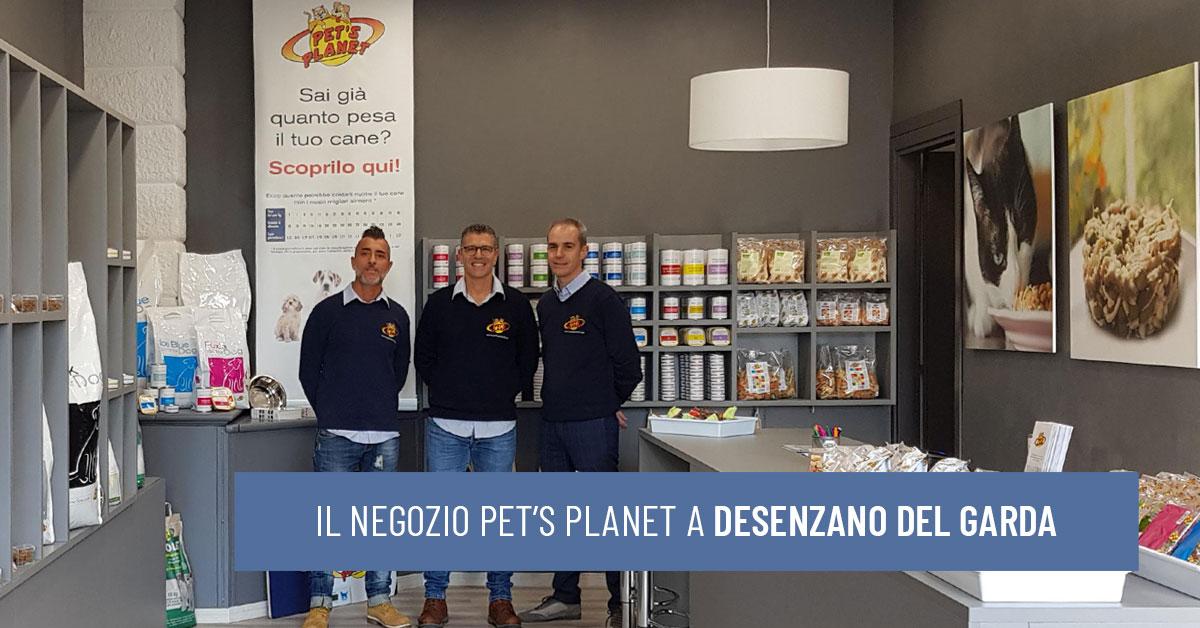 L'interno del negozio Pet's Planet di alimenti per cani e gatti Desenzano del Garda