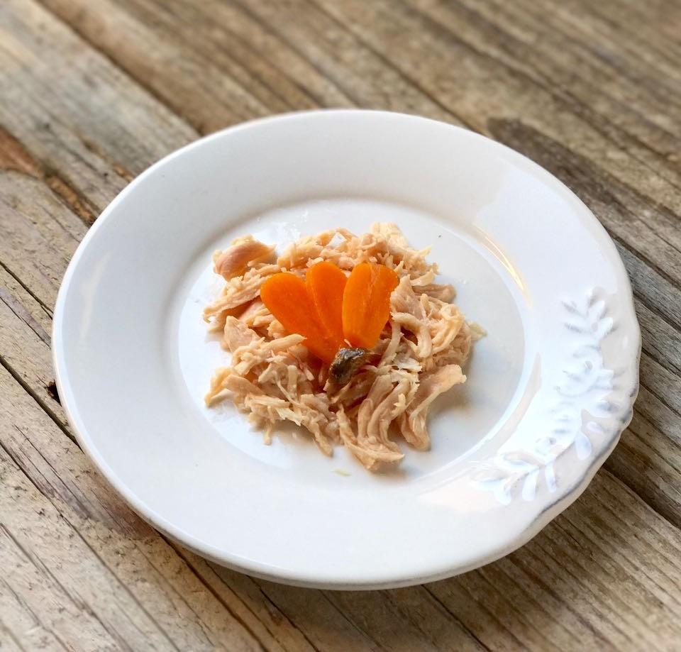 Pollo al naturale con carote e acciuga